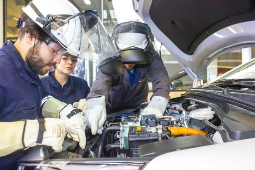 Técnico en Mecánica Automotriz y Autotrónica